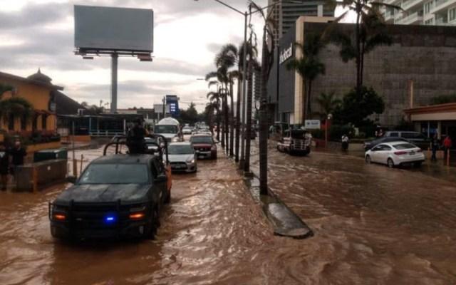 Fuertes lluvias dejan inundaciones y un muerto en Mazatlán - Foto de @SEDENAmx
