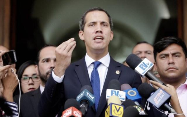 """Guaidó alerta que """"corre peligro"""" vida de directivo del Parlamento en prisión - Foto de @jguaido"""