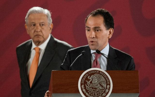 """""""Lo convenzo, tengo manera"""": AMLO sobre Arturo Herrera - López Obrador y Arturo Herrera. Foto de Gobierno de México"""