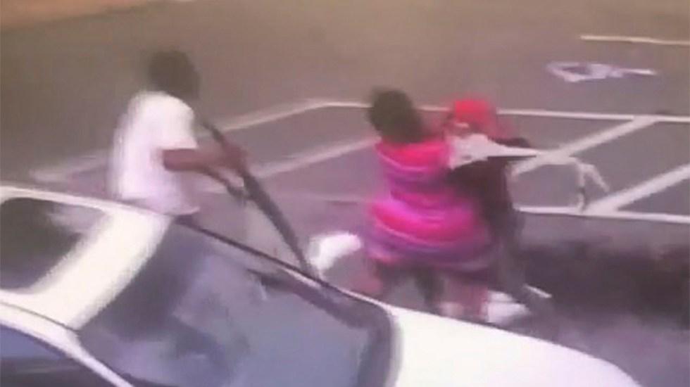 #Video Acusan a madre de homicidio tras dejar caer a su bebé para pelear con otra mujer - Foto de WTXL