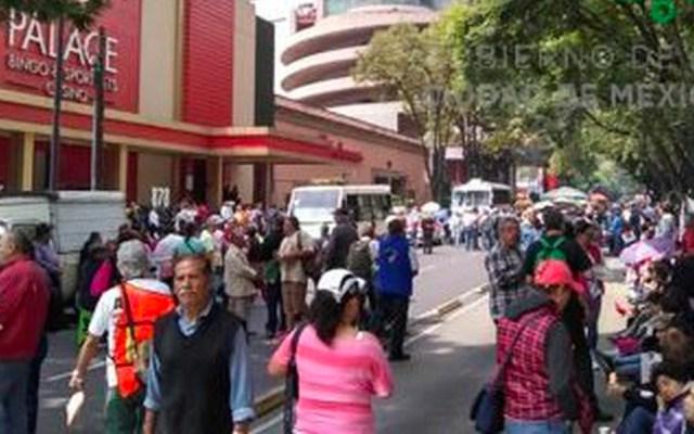 Integrantes del SME liberan Avenida Insurgentes frente a la Sener - Foto de OVIAL CDMX