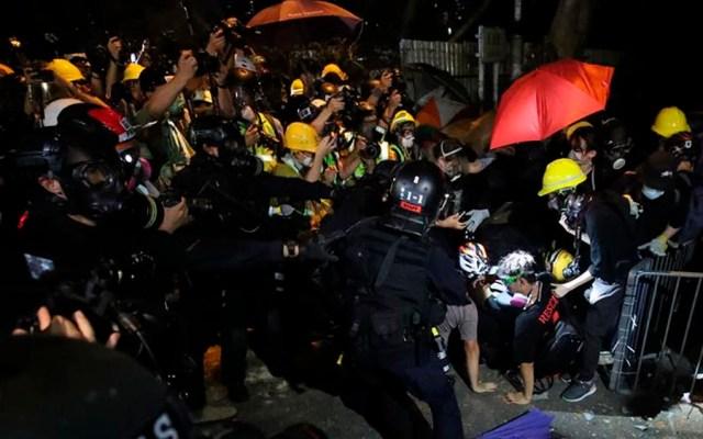Enfrentamientos entre policías y manifestantes en Hong Kong - manifestantes hong kong