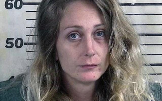 Mujer hiere a su esposo por error cuando intentó disparar a un hombre - Foto de Cullman County Sheriff's Office