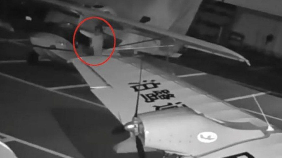 #Video Niño intenta pilotar dos hidroaviones en China - Captura de pantalla