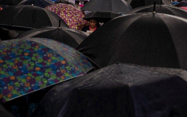 Prevén lluvias muy fuertes en cuatro estados del país - paraguas lluvias