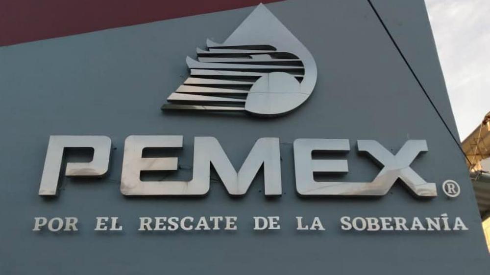 Mezcla de crudo pierde casi tercera parte de su valor, informa Pemex - Vista del logo de Petróleos Mexicanos. Foto de Pemex