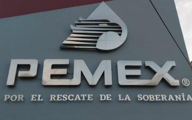 Pemex pide a empleados de confianza aportar voluntariamente 25 por ciento de sueldo - Vista del logo de Petróleos Mexicanos. Foto de Pemex