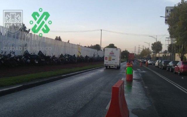 Mantienen familiares de la Policía Federal bloqueo en Periférico - Foto de @OVIALCDMX