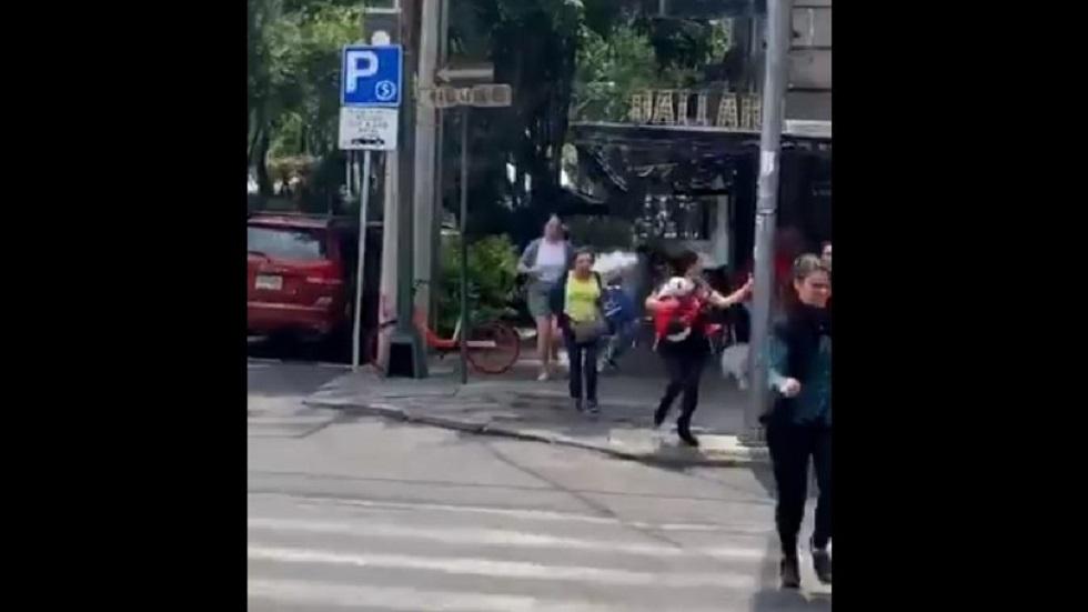 #Video Vecinos salen corriendo ante fuga de gas en la Roma Norte - Personas huyendo de fuga de gas. Captura de pantalla