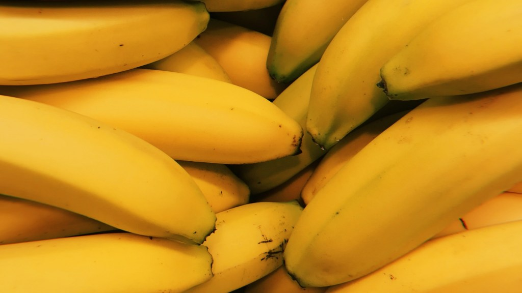Alumnos envían al hospital a maestra con 'broma' de plátanos - Plátanos. Foto de Ioana Cristiana / Unsplash