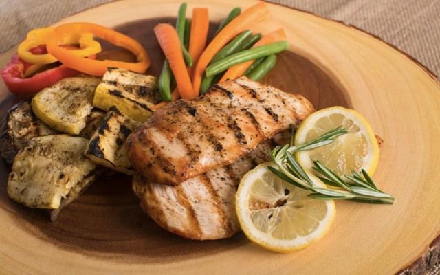 Pechuga de pollo se vende hasta en 131 pesos el kilo - Pollo pechuga productos