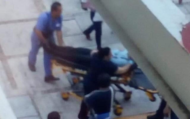 IMSS condena atentado contra jefe de Afiliación en Acapulco - Primeros Auxilios al jefe de Afiliaciones del IMSS. Foto de @Rocio_Lara89