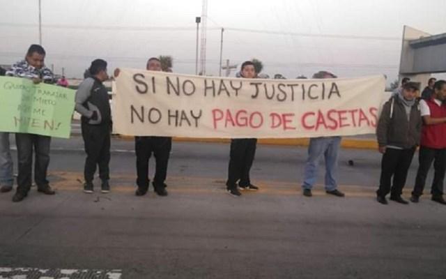 Transportistas de Zumpango toman caseta de la México-Pachuca - Protesta de transportistas de Zumpango en la México-Pachuca. Foto de @JJSP_1