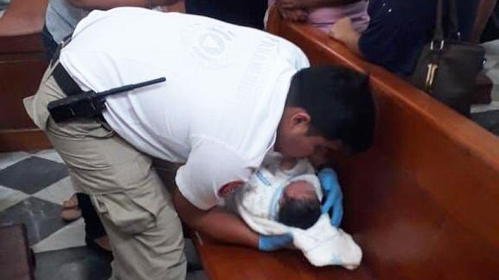 Abandonan a recién nacido en catedral de Orizaba - Recién nacido abandonado en catedral de Orizaba. Foto de @de_aduna