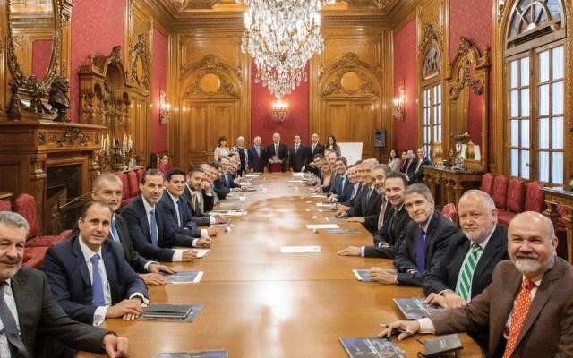 López Obrador se reúne con integrantes de la CNTE y empresarios - Foto de @lopezobrador_