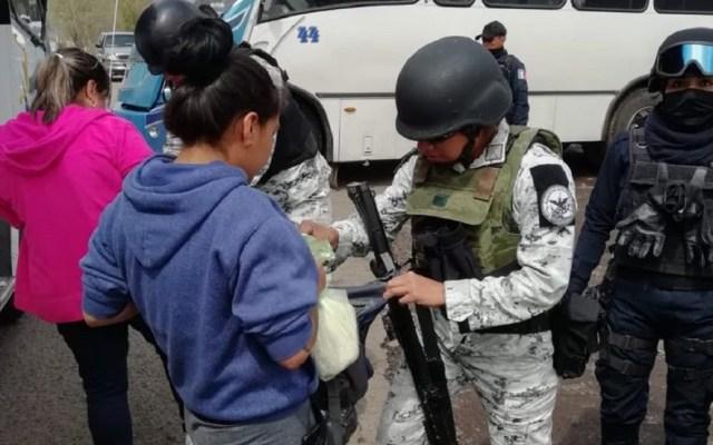 Guardia Nacional despliega a dos mil elementos en Michoacán - Revisiones aleatorias de la Guardia Nacional en Michoacán. Foto de @PCMNoticias