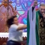 #Video Mujer tira del escenario a sacerdote en Brasil