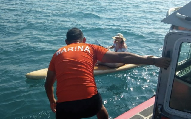 Marina rescata a dos kayakistas en Veracruz - Foto de Secretaría de Marina