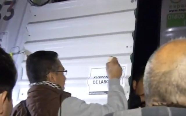 Vecinos atribuyen sismos en CDMX a ampliación de Línea 12 del Metro - Sellos de suspensión de labores en ampliación de la L12 del Metro. Captura de pantalla / Noticieros Televisa