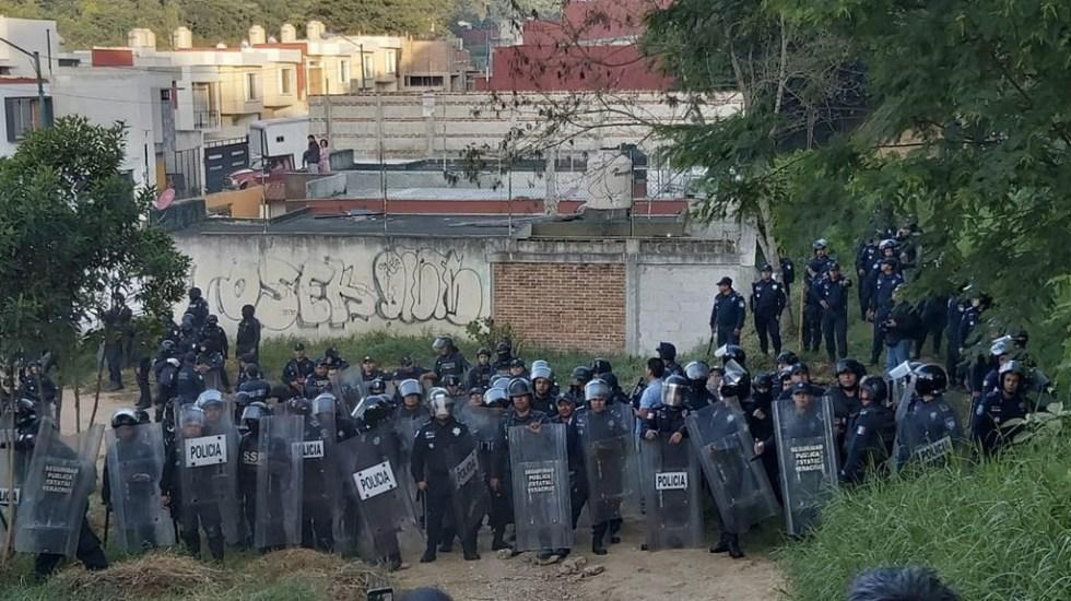Policías se enfrentan a antorchistas por desalojo en Xalapa - Foto de @xalapaalmomento