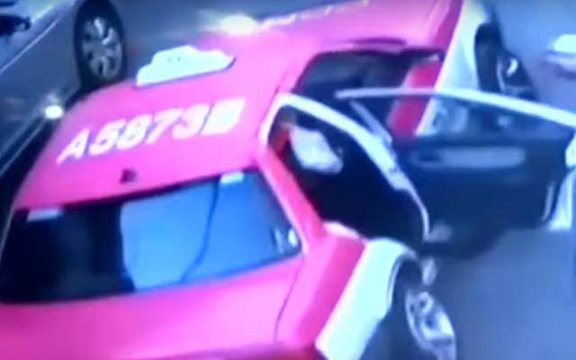 Localizan taxi del que saltó Monserrat Serralde - Taxi del que saltó Monserrat Serralde. Captura de pantalla