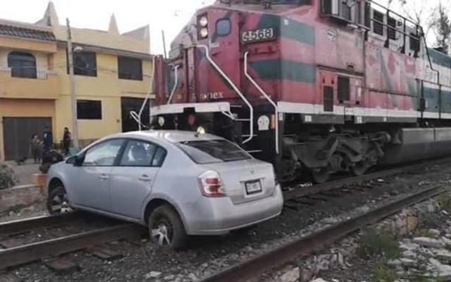 Tren arrastra auto en Zacatecas - Foto de PC Zacatecas