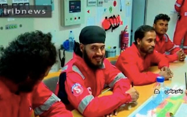 Irán revela video con la tripulación del buque petrolero capturado - tripulación barco irán