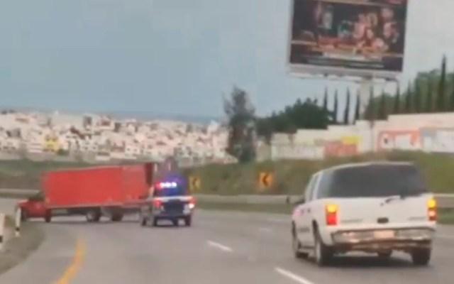 #Video Persecución en carretera de Querétaro - volcadura camión Querétaro