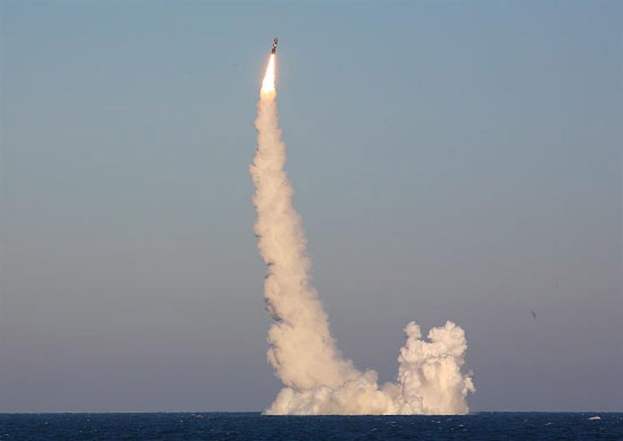 Lanzó Rusia misiles balísticos desde submarino para ensayar