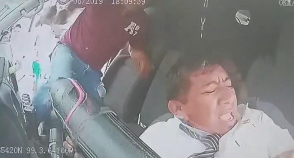 #Video Golpean a chofer por chocar con mujer que se pasó el alto - Agresión a chofer de Zumpango. Captura de pantalla