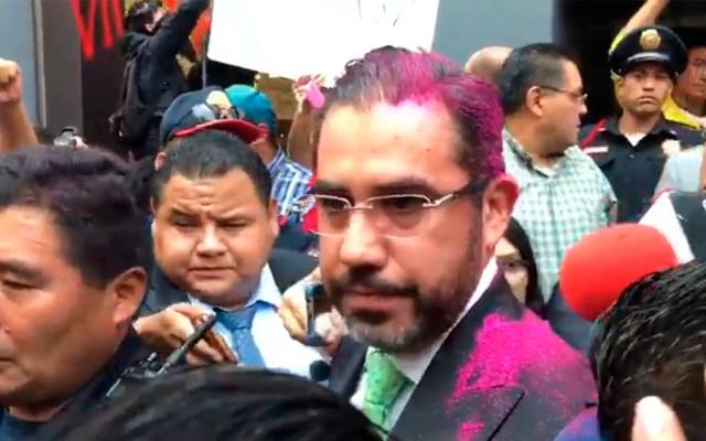 #Video Manifestantes arrojan brillantina a Jesús Orta - agresión jesus orta ssc