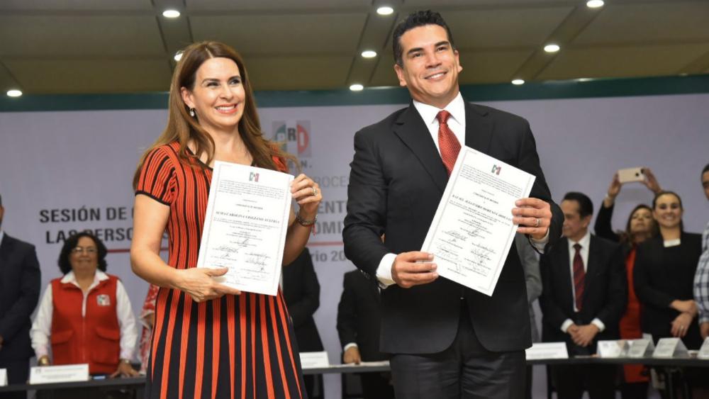 Alejandro Moreno recibe constancia como presidente del PRI - Foto de @alitomorenoc