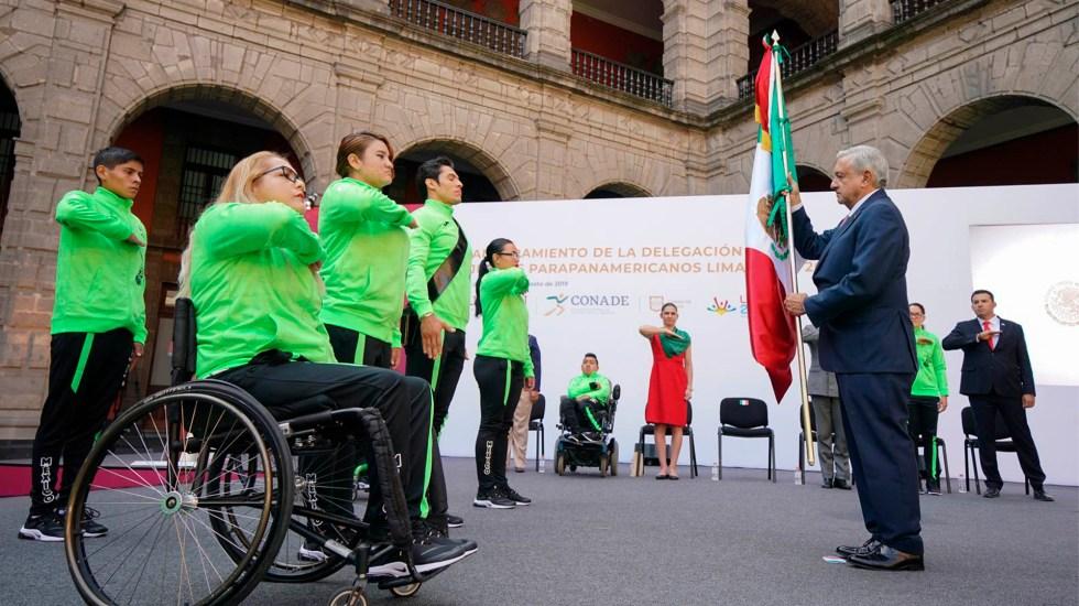 """""""¡Ánimo!"""": felicita López Obrador a atletas parapanamericanos de Lima 2019 - López Obrador con Atletas Paralímplicos Lima 2019. Foto de lopezobrador.org.mx"""