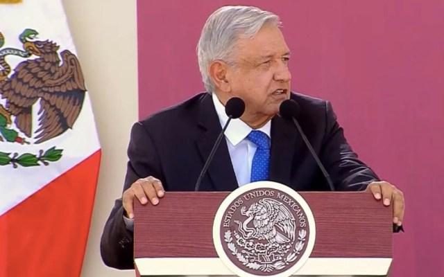Sedena y Marina sostienen la estabilidad del país: López Obrador - AMLO despegue Sedena Semar libros de texto