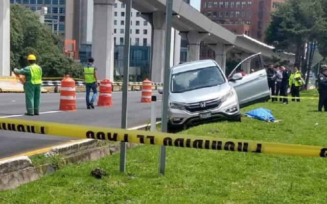 Automovilista muere por presunto infarto sobre la México-Toluca - Automovilista víctima de infarto sobre la México-Toluca. Foto de Ariana Alfaro