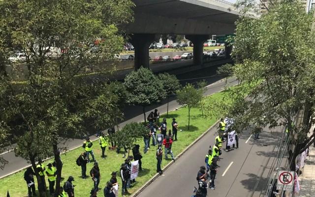 Policías federales bloquean Periférico Sur frente a Torre Pedregal - bloqueo policía federal