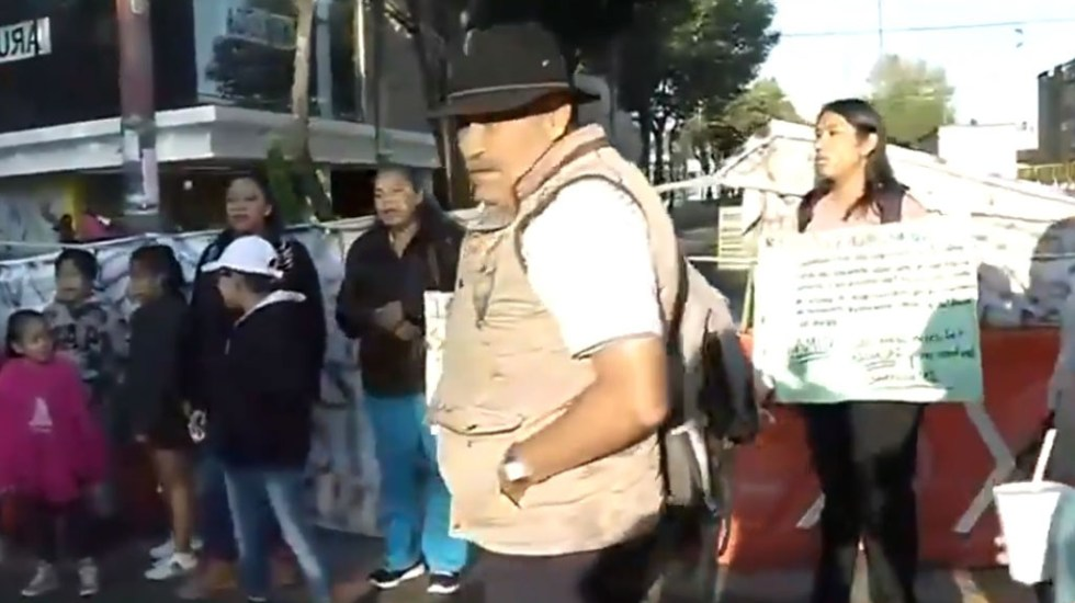 Padres de familia bloquean Av. Azcapotzalco-La Villa - Bloqueo de padres de familia en Azcapotzalco La Villa. Captura de pantalla / Foro Tv