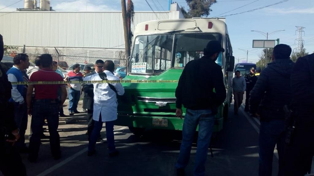 Camión del transporte público donde atacaron a custodios. Foto de @vialhermes