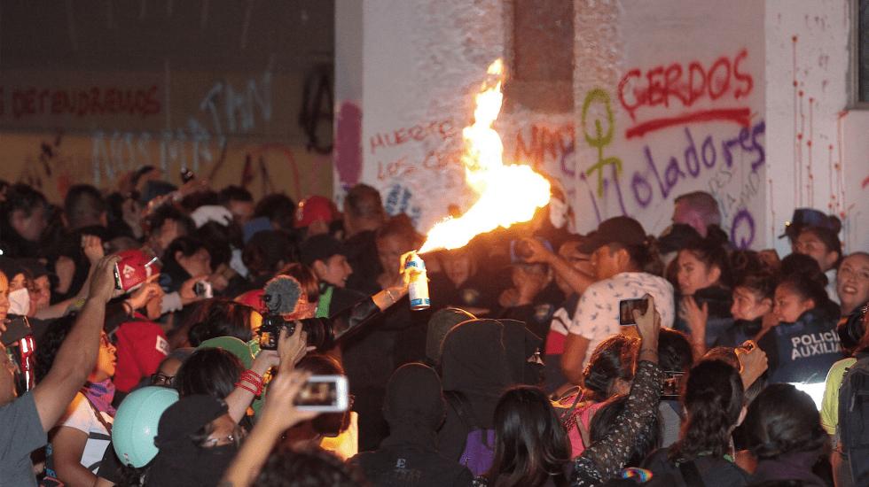 Caos y violencia en la Ciudad de México, manifestación feminista se sale de control - Foto de Notimex