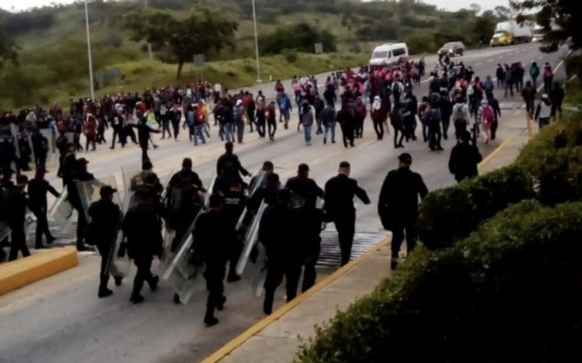 Desalojan a normalistas de caseta de cobro en Chiapas - Foto de @SSyPC_Chiapas