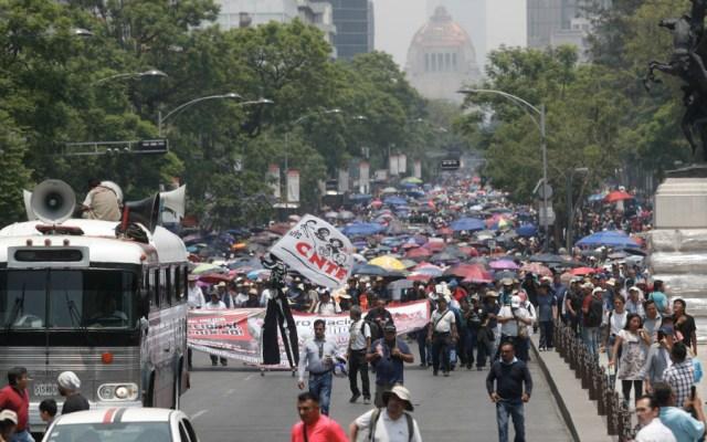 """Demandan padres de familia frenar intentos de """"manipulación"""" de la CNTE - Marcha de la CNTE en la CDMX. Foto de Notimex"""