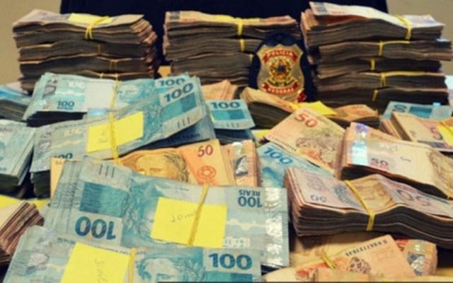 Desmantelan núcleo financiero de la mayor organización criminal de Brasil - Dinero incautado por la Policía Federal de Brasil. Foto de @policiafederal
