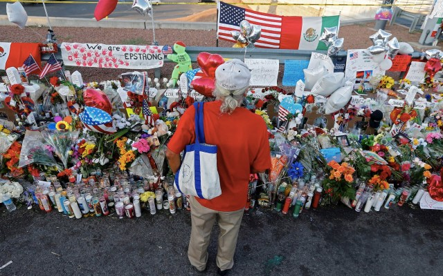 Latinos culpan a Trump del tiroteo de Texas y votarán en consecuencia - El Paso Texas tiroteo FGR