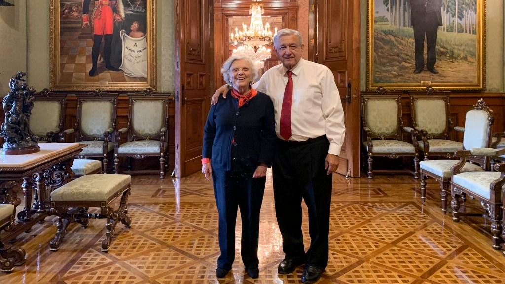 López Obrador conversa con Elena Poniatowska en Palacio Nacional - Foto de @lopezobrador_