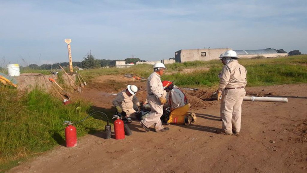 Controlan fuga de gas por toma clandestina en Amozoc, Puebla - fuga de gas toma clandestina amozoc puebla