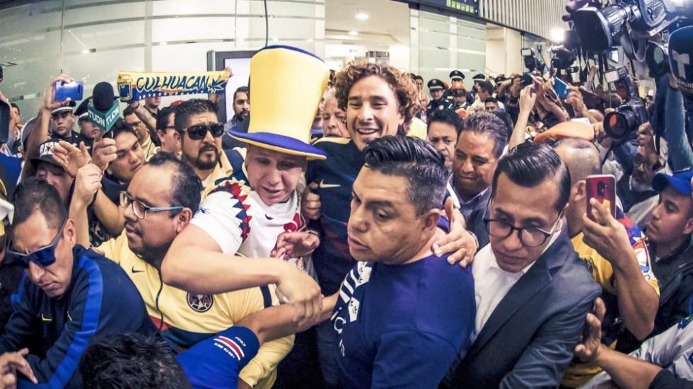 #Video Así recibieron a Guillermo Ochoa al llegar a México - Foto de @ClubAmerica