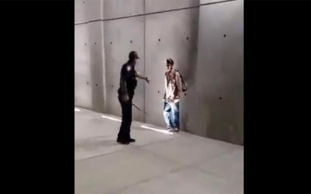 #Video Agentes fronterizos someten a hombre en garita de San Ysidro - hombre patrulla fronteriza san ysidro