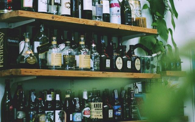 """No existe """"cura milagrosa"""" contra la resaca, aseguran especialistas - ieps alcohol tabaco refrescos"""