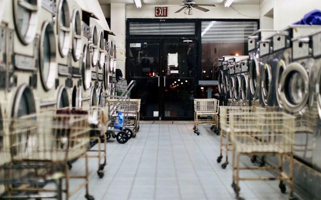 Ingresos por bienes y servicios caen 3.1 por ciento - Lavandería. Foto de Bianca Jordan / Unsplash
