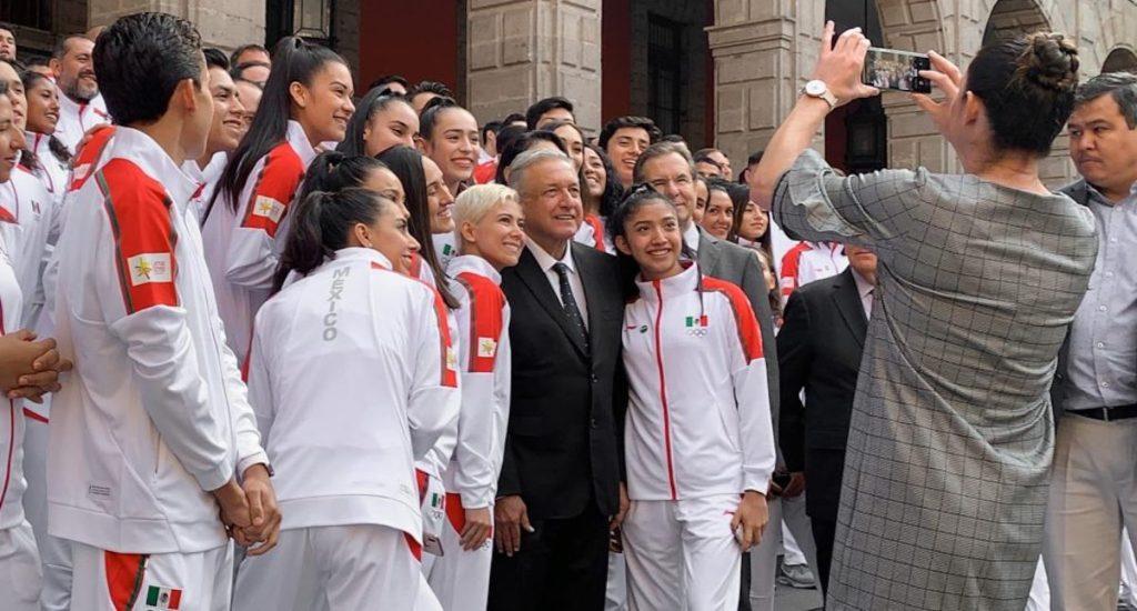 AMLO felicita a atletas por histórica participación en Panamericanos 2019 - López Obrador en la ceremonia de abanderamiento de la delegación mexicana que representó a México en los 18 Juegos Panamericanos de Lima, Perú 2019. Foto de lopezobrador.org.mx